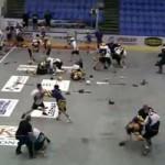 Thể thao - Đánh nhau điên cuồng trên sân bóng