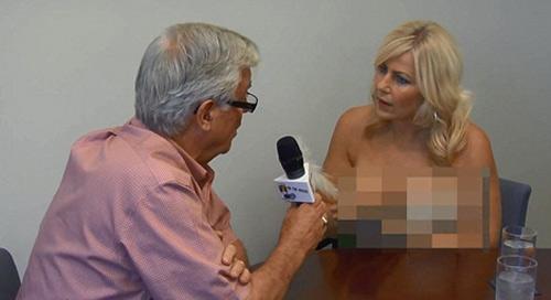 Clip nữ nhà báo ngực trần phỏng vấn - 1
