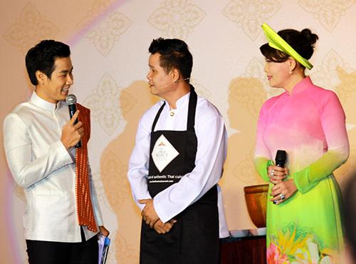 Nguyên Khang háo hức tập nấu món Thái - 9