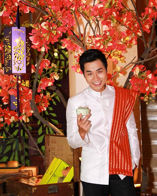 Nguyên Khang háo hức tập nấu món Thái - 2