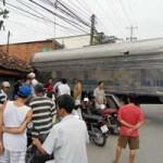 Tin tức trong ngày - Ô tô tông đám đông xem tai nạn, 2 người chết