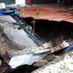 """Tin tức trong ngày - Hàng loạt """"hố tử thần"""": Do sụt tầng nước"""