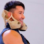 Thời trang - Adam Williams lấy giày làm hoa tai