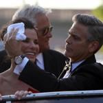 Phim - Goerge Clooney thân mật Sandra Bullock