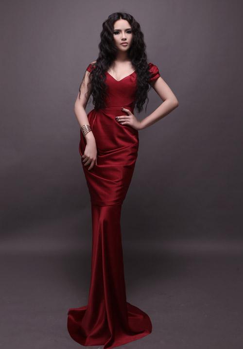 Hương Thảo chọn váy xuyên thấu đi thi - 5