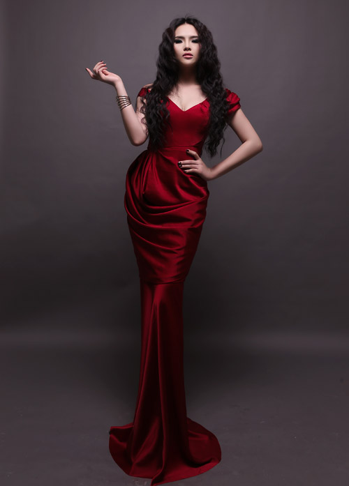 Hương Thảo chọn váy xuyên thấu đi thi - 6