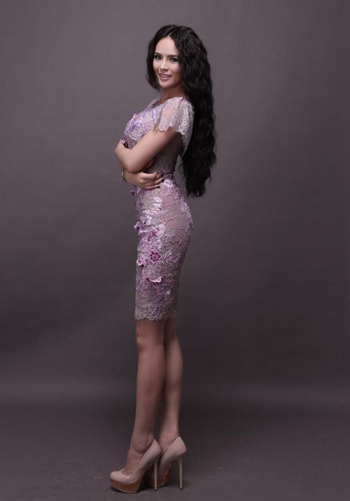 Hương Thảo chọn váy xuyên thấu đi thi - 8