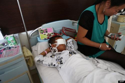 TQ: Bác gái của cậu bé bị móc mắt tự sát - 1