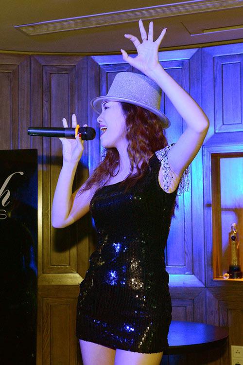 Đinh Hương tự tin hát bài hit của Rihanna - 1