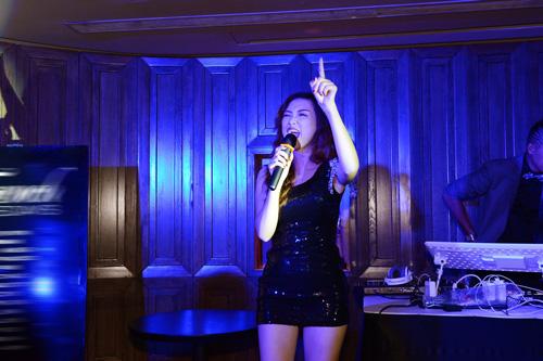 Đinh Hương tự tin hát bài hit của Rihanna - 4