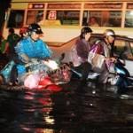 Tin tức trong ngày - TPHCM: Mưa lớn, nhiều tuyến đường ngập nặng