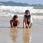 Du lịch - Ngắm trẻ em Cô Tô vui trên cát vàng thu