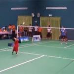 Thể thao - Cậu nhóc 2 tuổi đánh cầu lông cực đỉnh