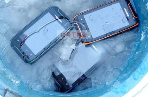 Trào lưu điện thoại độc chịu va đập, chịu nước - 4