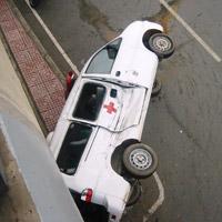 Xe tải tông xe cấp cứu, 2 người nhập viện