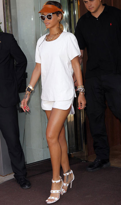 Ngắm Rihanna mặc đồ thể thao cực chất - 9