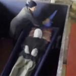 Phi thường - kỳ quặc - Video: Người mẹ giữ thi thể con trai suốt 18 năm