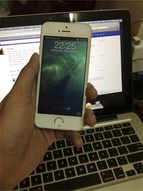 Đập hộp iPhone 5S tại Việt Nam giá khủng - 1