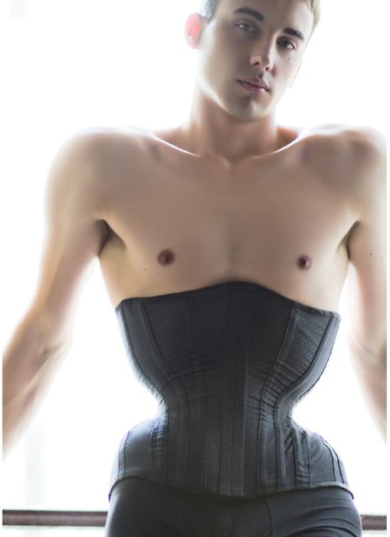 Đàn ông cũng có quyền mặc áo nịt cơ thể! - 7