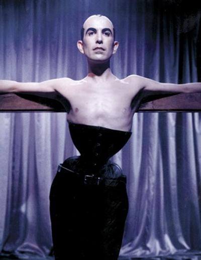 Đàn ông cũng có quyền mặc áo nịt cơ thể! - 8