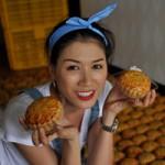 Thời trang - Trang Trần làm bánh tặng trẻ lang thang