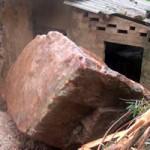 Tin tức trong ngày - Nghệ An: Lở núi, đá đè sập nhà dân