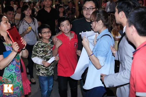 Quang Anh mang đặc sản Thanh Hóa mời cả đội - 3