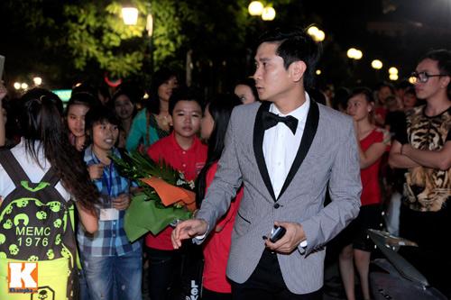 Quang Anh mang đặc sản Thanh Hóa mời cả đội - 1