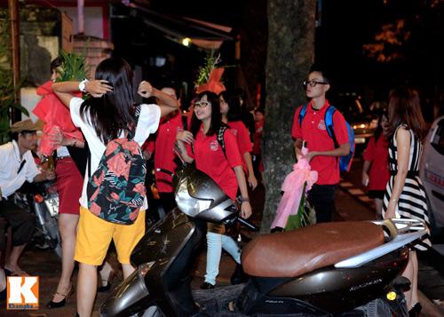 Quang Anh mang đặc sản Thanh Hóa mời cả đội - 4