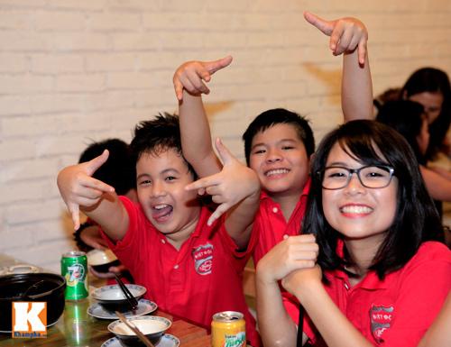 Quang Anh mang đặc sản Thanh Hóa mời cả đội - 8