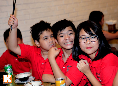 Quang Anh mang đặc sản Thanh Hóa mời cả đội - 7