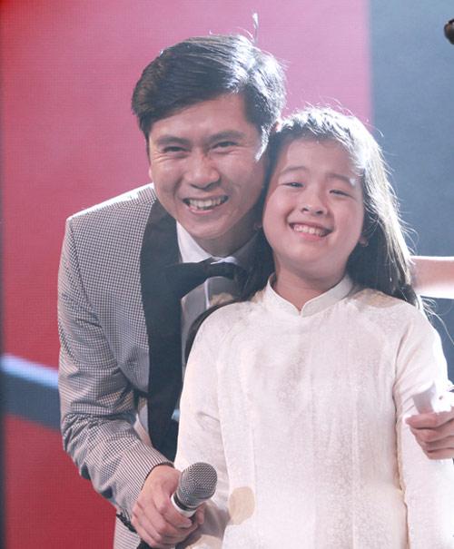 Quán quân The Voice Kids chững chạc trên sân khấu lớn - 8