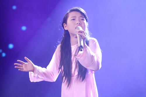 Quán quân The Voice Kids chững chạc trên sân khấu lớn - 4