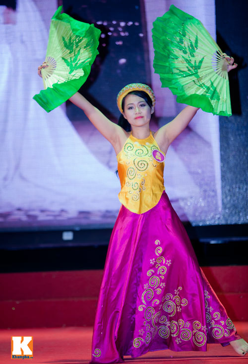 Hoa khôi sinh viên HN phô diễn tài năng - 3