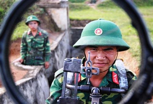 """Chiến sĩ trẻ """"cưỡi"""" tăng, luyện súng - 13"""