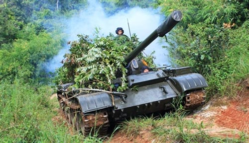 """Chiến sĩ trẻ """"cưỡi"""" tăng, luyện súng - 4"""