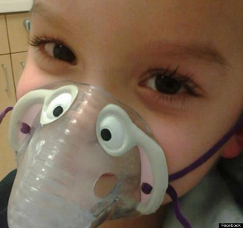 Mỹ: Mẹ cạo đầu con để kêu gọi tiền quyên góp - 2