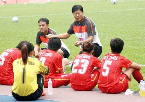 ĐT nữ Việt Nam có trận thắng đầu tiên - 1