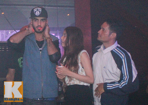 """""""Trai đẹp"""" Omar đi bar trước khi về nước - 4"""