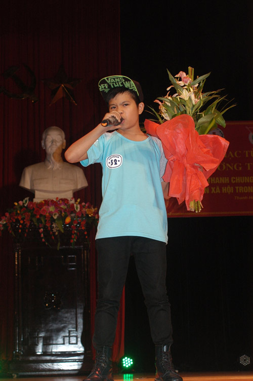 Quang Anh diễn hết mình tại quê nhà - 1