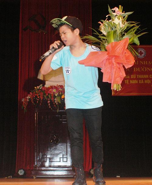 Quang Anh diễn hết mình tại quê nhà - 4