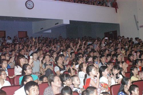Quang Anh diễn hết mình tại quê nhà - 6