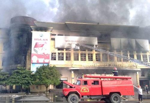 Trung tâm thương mại Hải Dương cháy dữ dội - 4