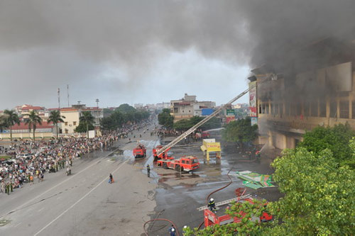 Trung tâm thương mại Hải Dương cháy dữ dội - 5