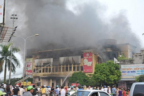 Trung tâm thương mại Hải Dương cháy dữ dội - 6
