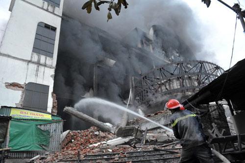 Trung tâm thương mại Hải Dương cháy dữ dội - 7