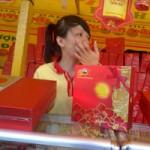 Tin tức trong ngày - Các cửa hàng bánh trung thu bị tấn công
