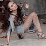 Ca nhạc - MTV - Hoàng Thùy Linh bốc lửa trong MV mới