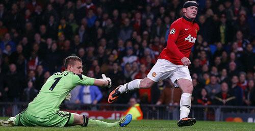 MU: Bay trên đôi cánh Rooney - 1