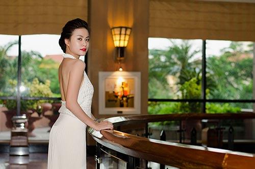 Hoàng Thùy Linh lưng trần nuột nà - 6